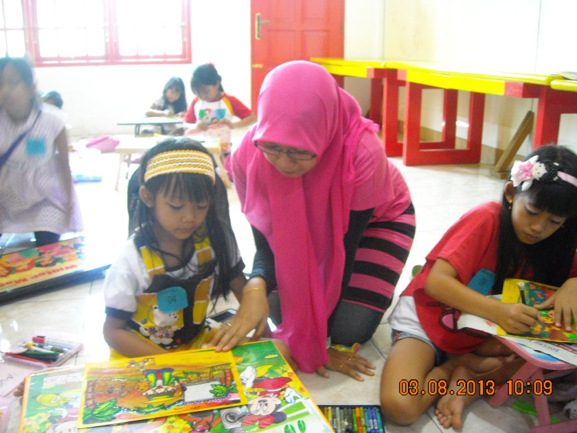 Ms. Lita checking the colouring paper..