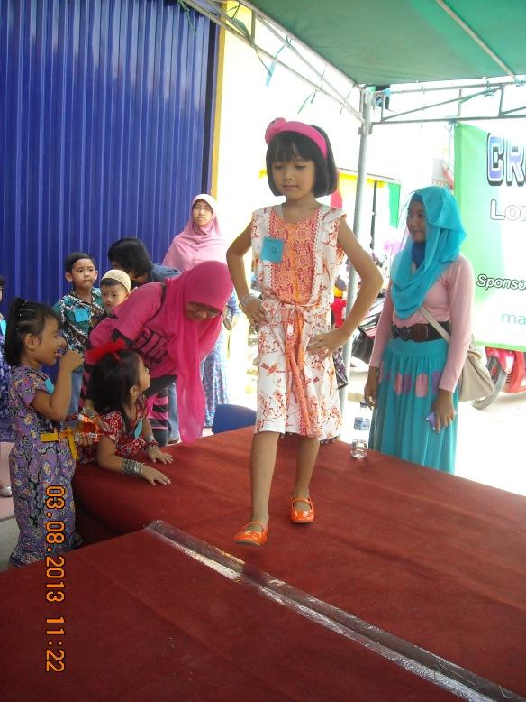 lomba fashion casual batik - memupuk keberanian dan kepercayaan diri anak di depan umum