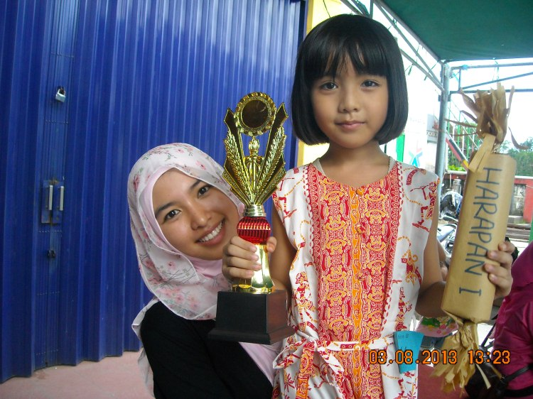 zahra.. harapan I lomba fashion kategori TK with Ms. Juju