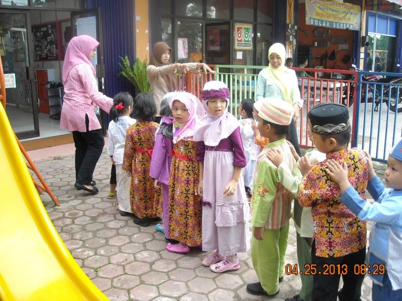 Kegiatan Kamis 25 April 2013 di Creative Land School & Daycare Balikpapan