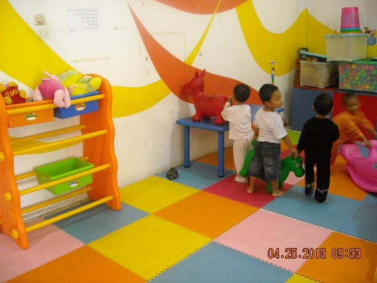 beres-beres setelah bermain, membuat anak terbiasa disiplin dan mandiri
