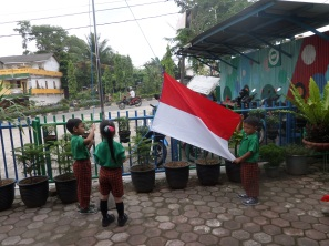 Hanif, Caca, dan Fatih : Bendera Siap!!!